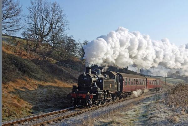 Steaming into Oakworth by SimonLathlane