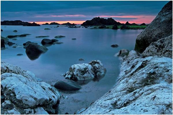 The Night Beach. by bombolini
