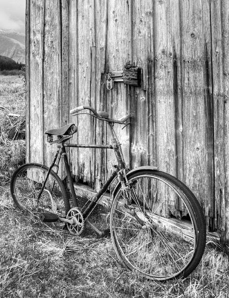 Old Bike by GeorgeBuchan