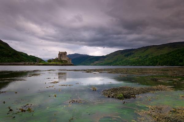Eilean Donan Castle by hobbs