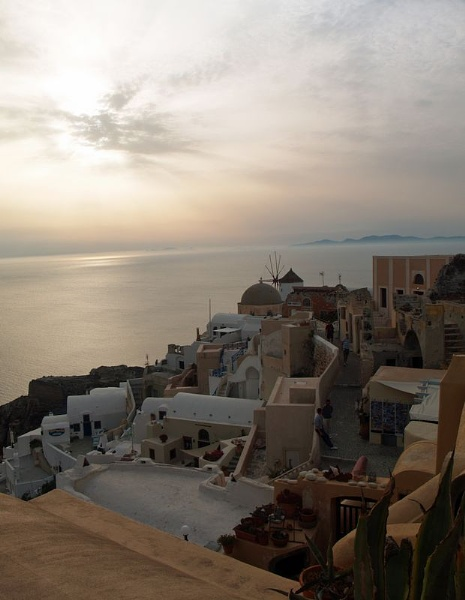 Sunset over Oia by gossyboy