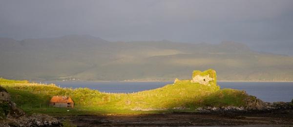 Castle ruins by jamesh
