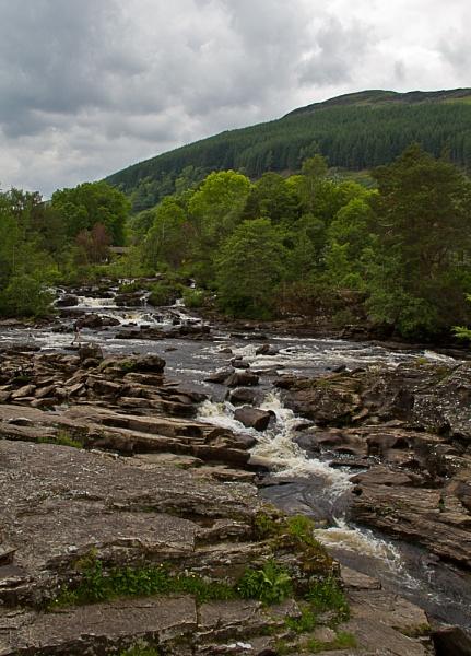 Falls of Dochart by moiral