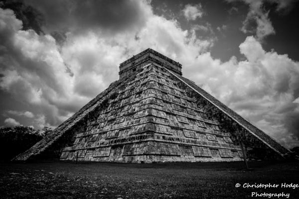 Chichen Itza Pyramid by chodge987