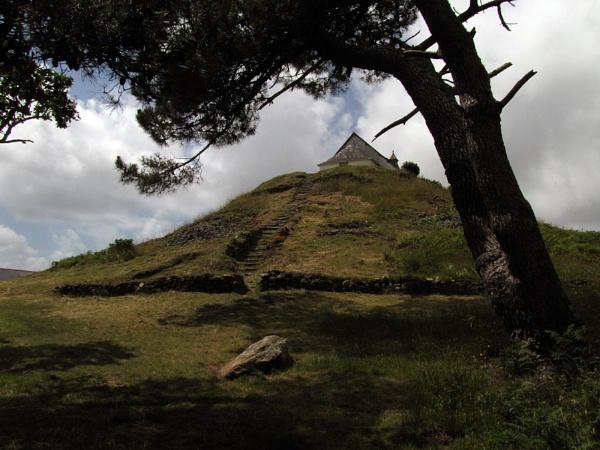 Tumulus, Brittany by jameswburke