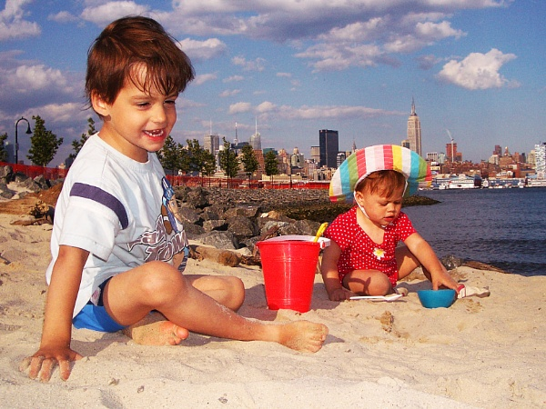 Kids on the beach in Hoboken, overlooking Manhattan by nicoatridge