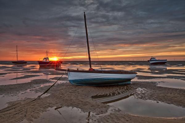 MEOLS BEACH(Sunburst) by razorraymac