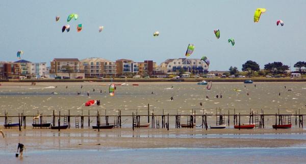 kitesurfing at Sandbanks by sluggyboy