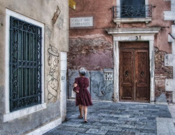 Calle Del Campanile by NickHodgson