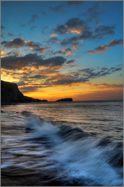 Splashing Waves by stephenscott