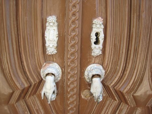 door HANDles? by diplodicus