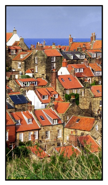 Robin\'s Hood Bay by Suz3lah