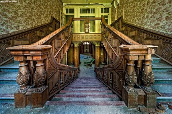 Asylum Staircase by edsephiroth