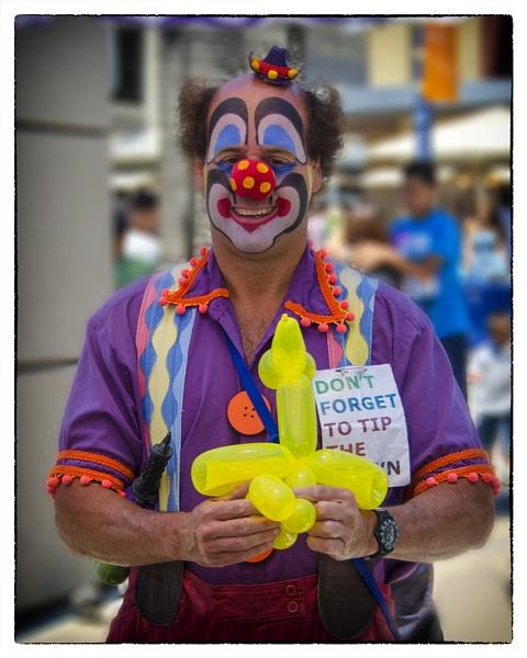 Clown Tipping by gajewski
