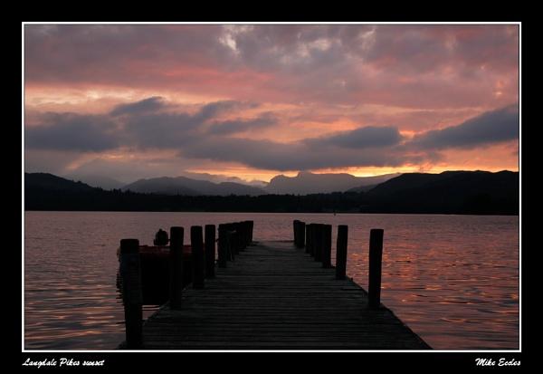 Langdale Pikes sunset by oldgreyheron