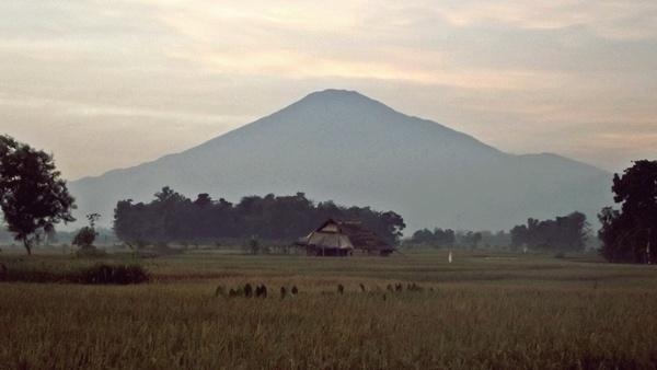 Mount Ciremai by arhab