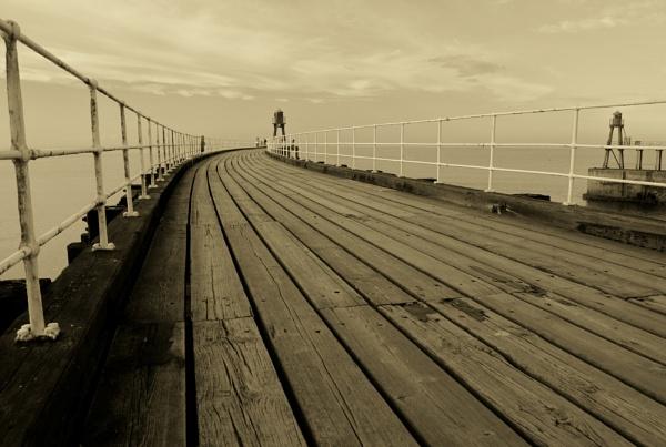 Whitby pier. by Murfyzmum