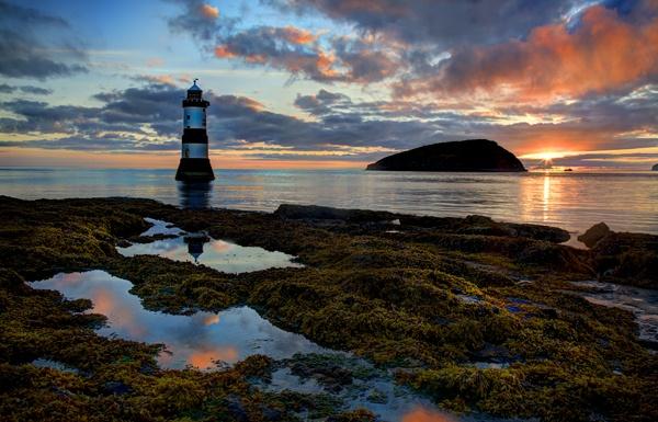 Trwyn Du Penmon Lighthouse Anglesey by mookey
