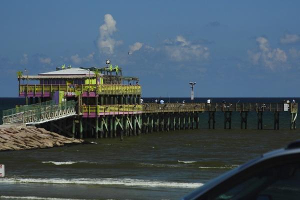 61st Street Fishing Pier Galveston Island Texas by kaoskode