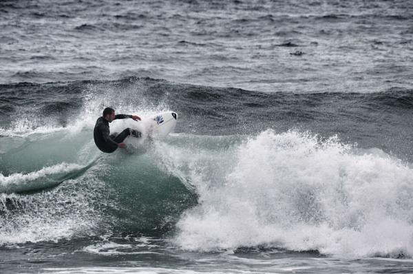 Surfer by nikonuseruk