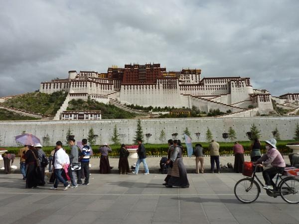 Potala Palace, Lhasa, Tibet by buntytw26