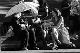 Three ladies chatting / Edinburgh