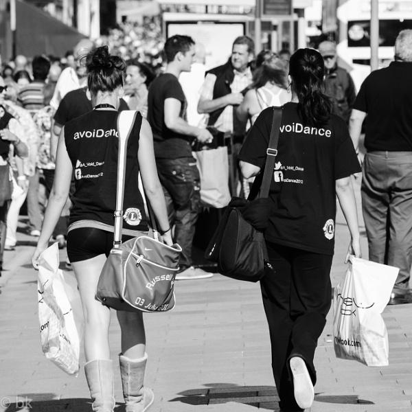 Two girls avoiding / Edinburgh by B_Real