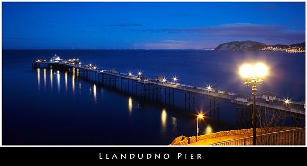 Llandudno Pier by stevemelvin