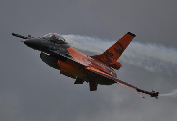 Dutch Display Team F16 on smoke by Bryan_Marshall