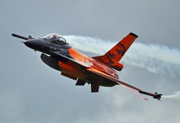 Dutch Display Team F16 on smoke - version 2 by Bryan_Marshall