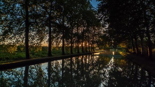 Canal sunset by Escaladieu