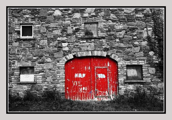 Red Door by kenz69