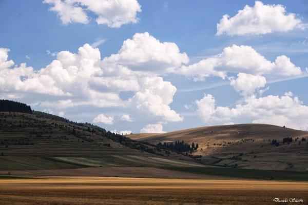 Flying clouds by DanielaS