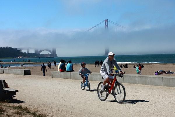 Crissy Field & Foggy Golden Gate Bridge by liparig