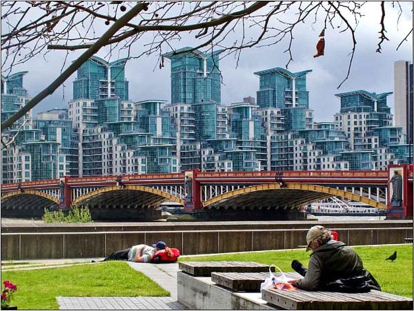 Vauxhall Bridge by SlowSong