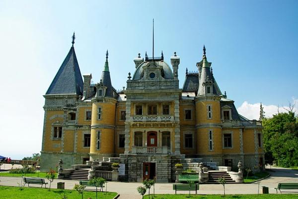 Massandra Palace. by Oleg_Lobzin