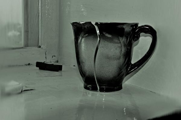 broken cup_0061 by MAKRADA
