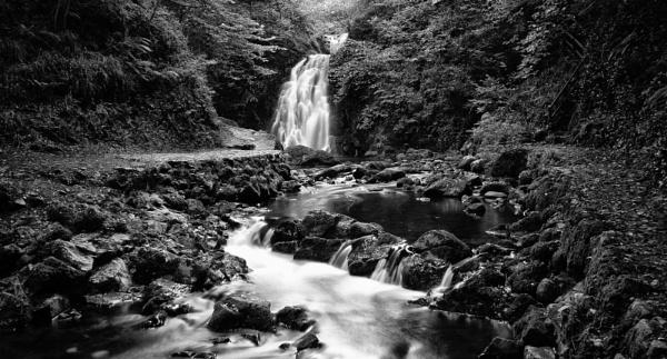 Gleno waterfall by kenz69