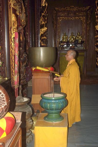 Buddhist temple, Sri Lanka by TonyDy