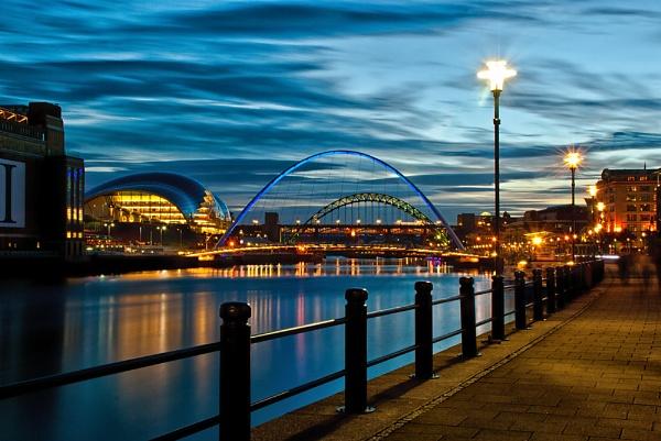 Dusk on the Tyne by jasonrwl
