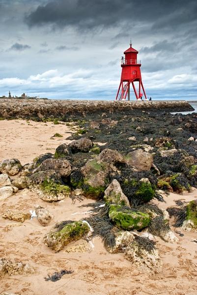 Herd Groyne Lighthouse by jasonrwl