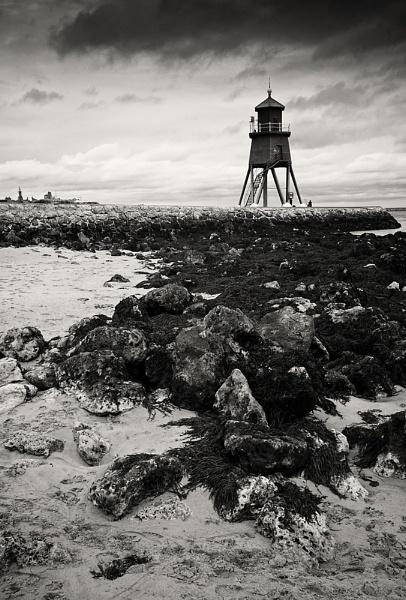 Herd Groyne Lighthouse II by jasonrwl