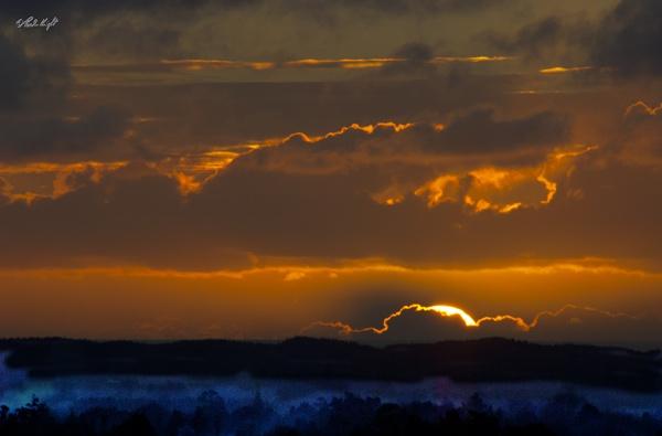 Muhunoa sunset 1072 by paulknight