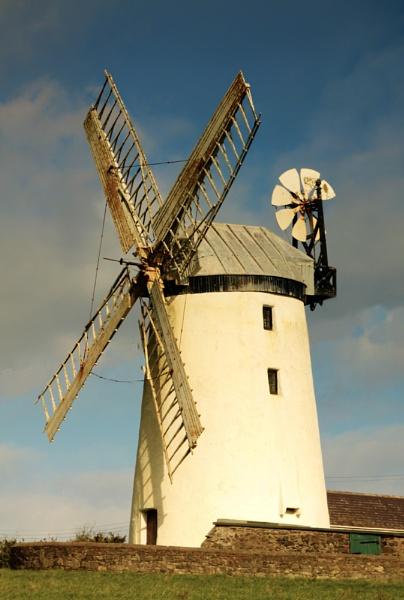 Windmill by canonfan