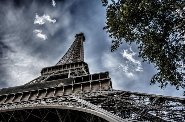 Eiffel Tower by nikonuseruk