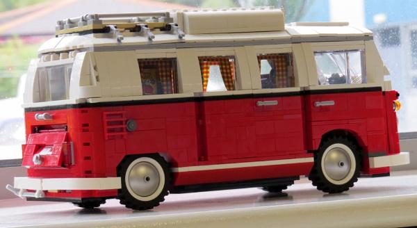 Lego VW Camper Van by YoBellzaa