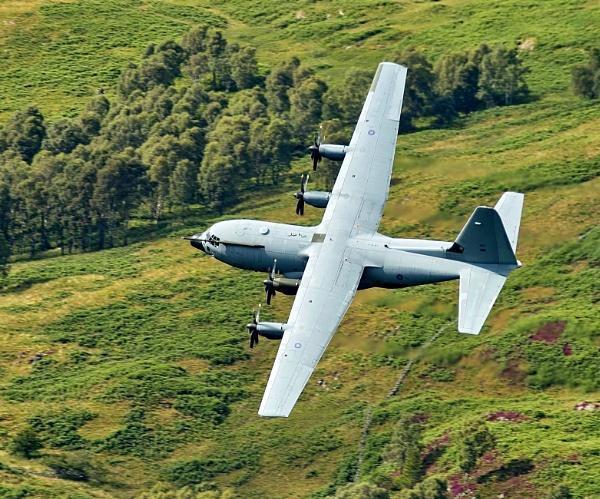Hercules C-130 by skanner30