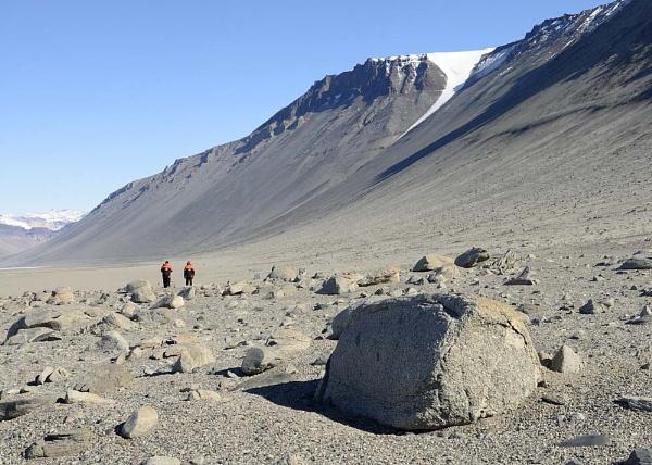 Dry Valleys, Antarctica by RodStrachan