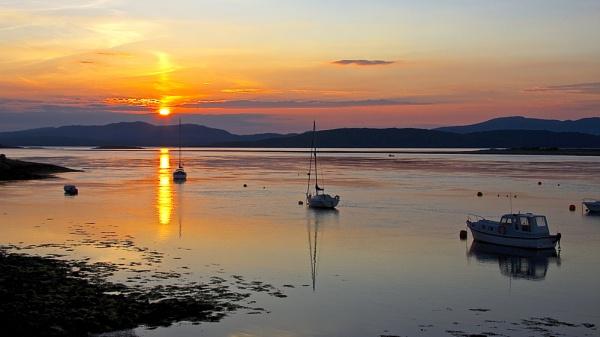Sun set over Connel by altosaxman