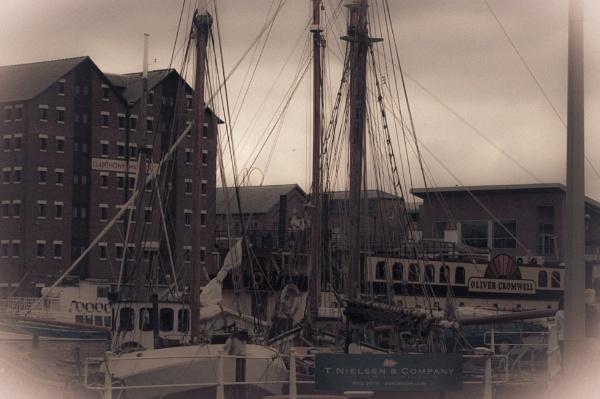 not so olde glos docks by Doug1